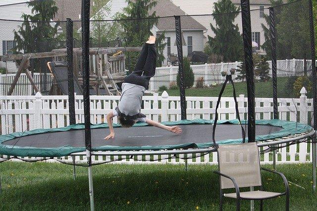 skok na trampolíně.jpg