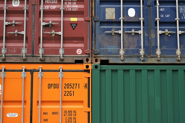 železné kontejnery