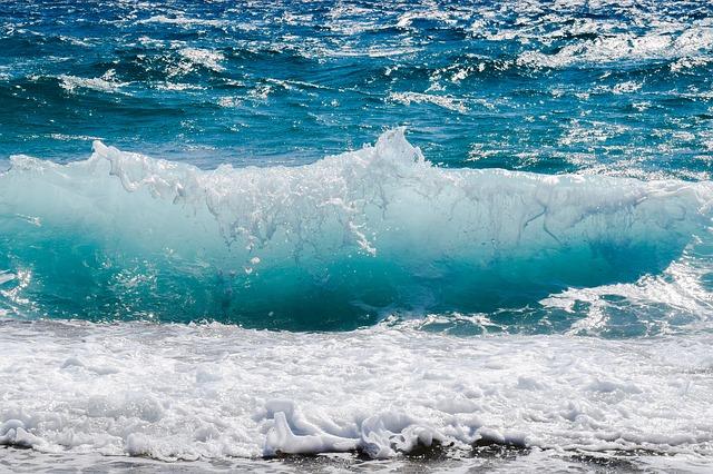 vlny na moři